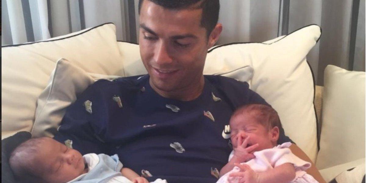 Cristiano comparte su primera foto con familia completa, Georgina luce sensual