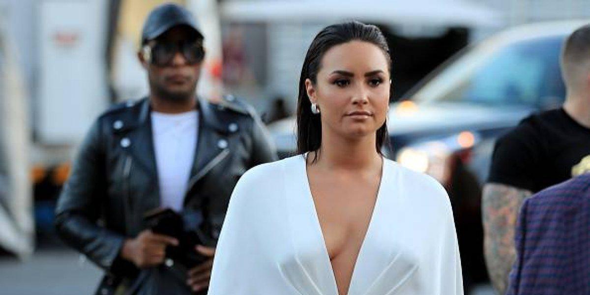 FOTO. Demi Lovato sorprende con un top transparente en la alfombra roja de los VMAs