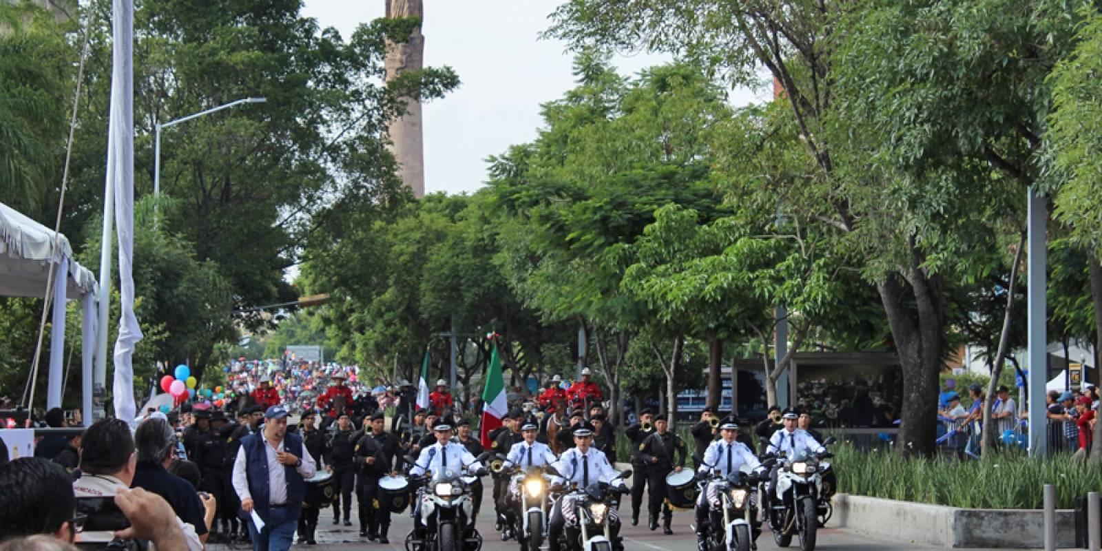 También desfilaron elementos del Escuadrón Motorizada de la Semov FOTO: Héctor Escamilla
