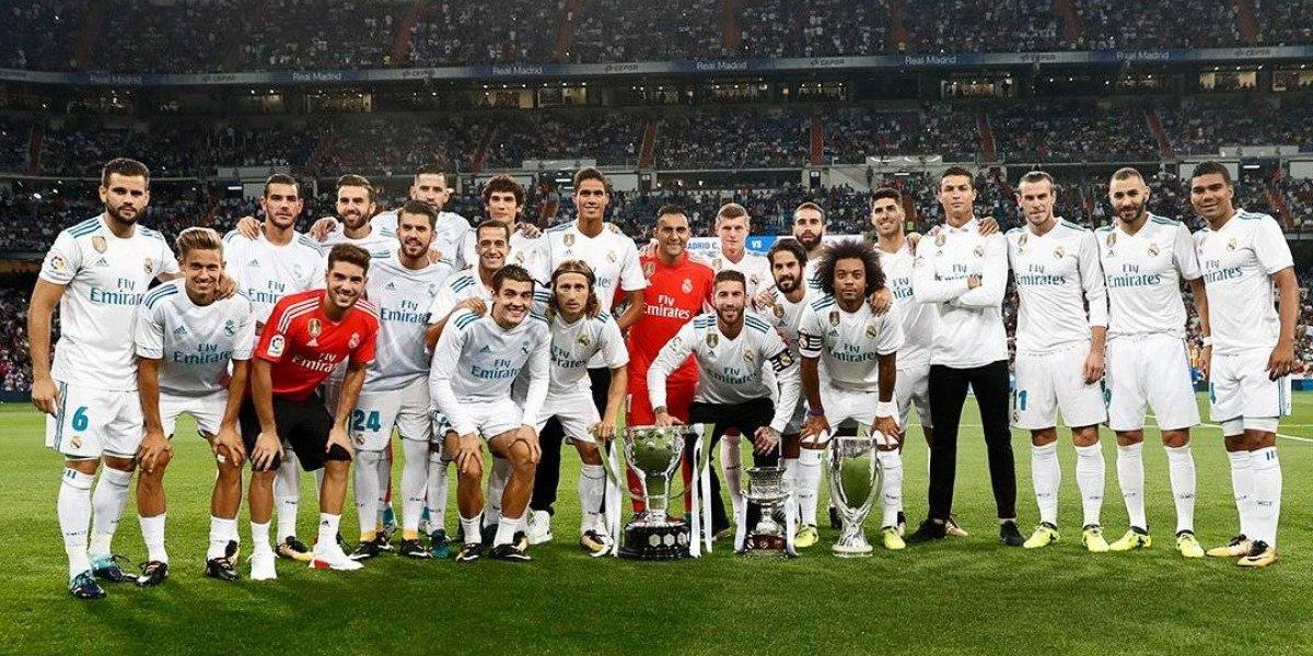 Real Madrid recibe trofeo de campeón de la pasada Liga
