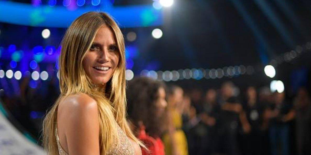 FOTO. El pronunciado escote con el que Heidi Klum se robó las miradas en los VMAs 2017