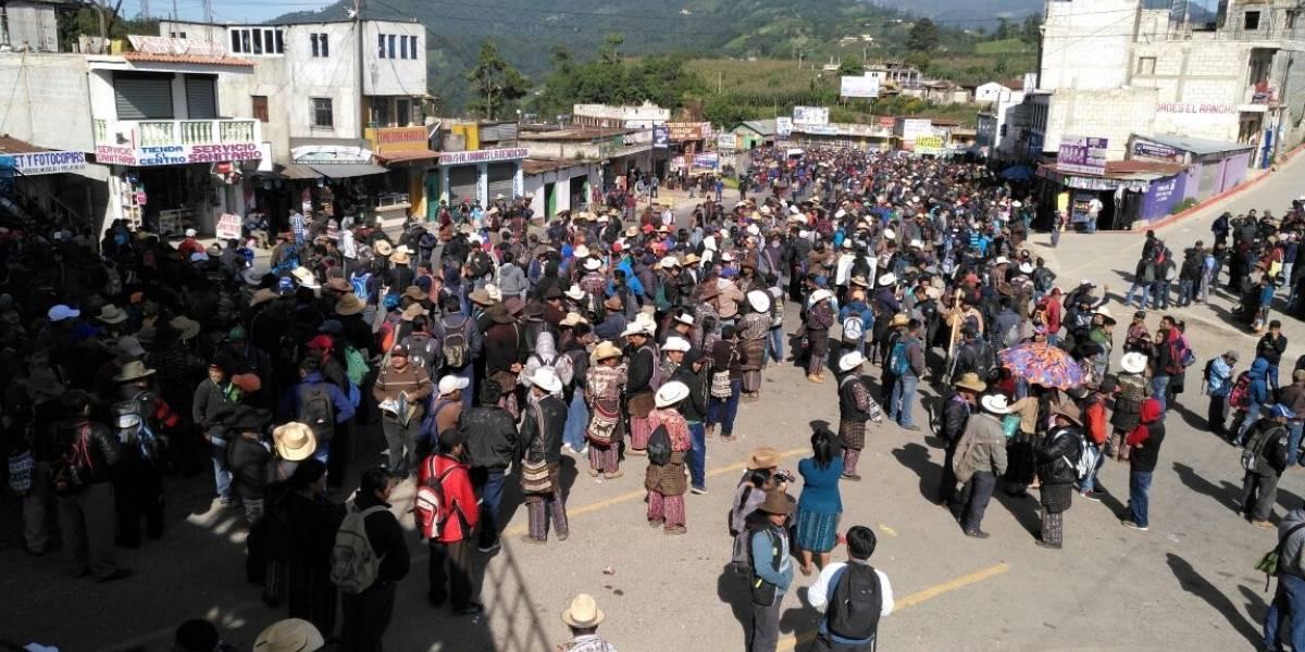 Pobladores de Sololá realizan bloqueos para expresar apoyo al jefe de la CICIG