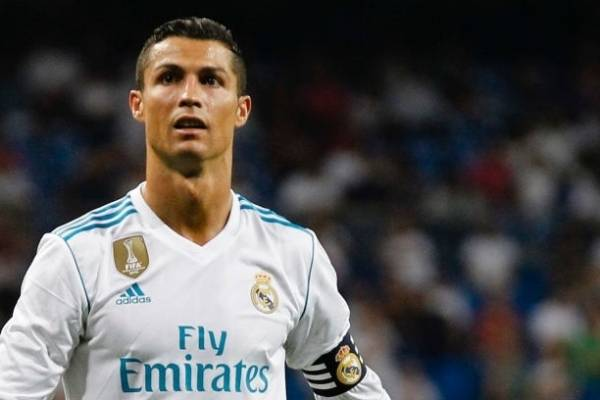 Cristiano Ronaldo comparte foto con sus tres hijos y novia