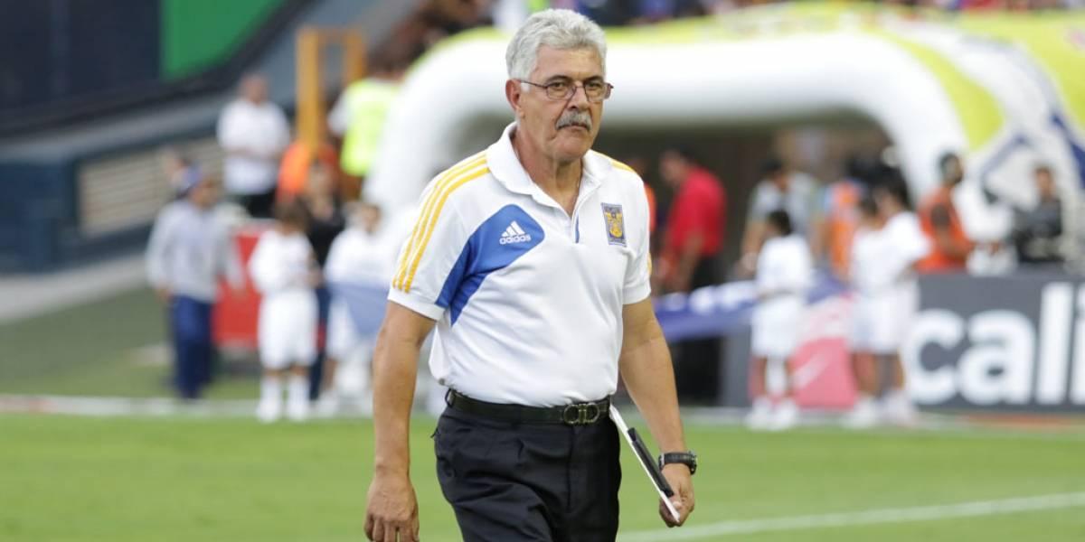 A 'Tuca' Ferretti le inquieta su línea defensiva