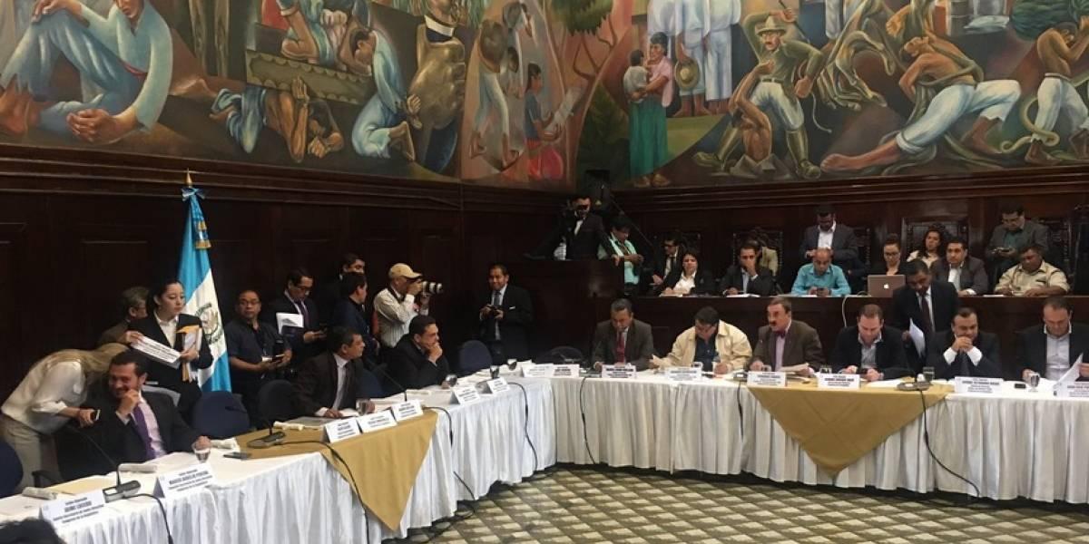 Diputados sin postura por antejuicio contra Morales