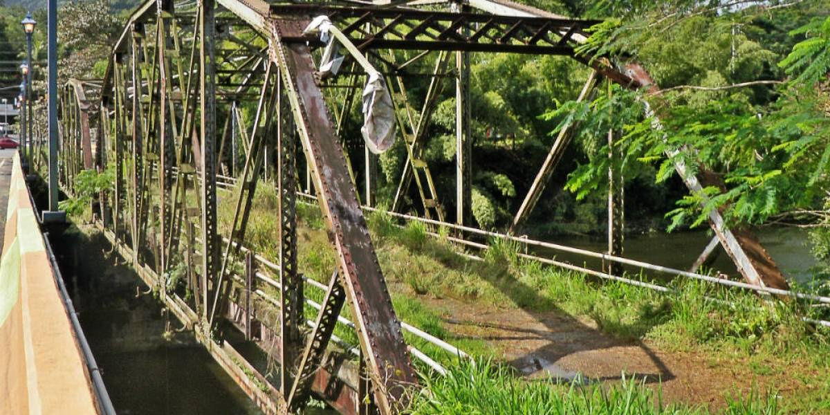 Colapsa antiguo puente de la 167