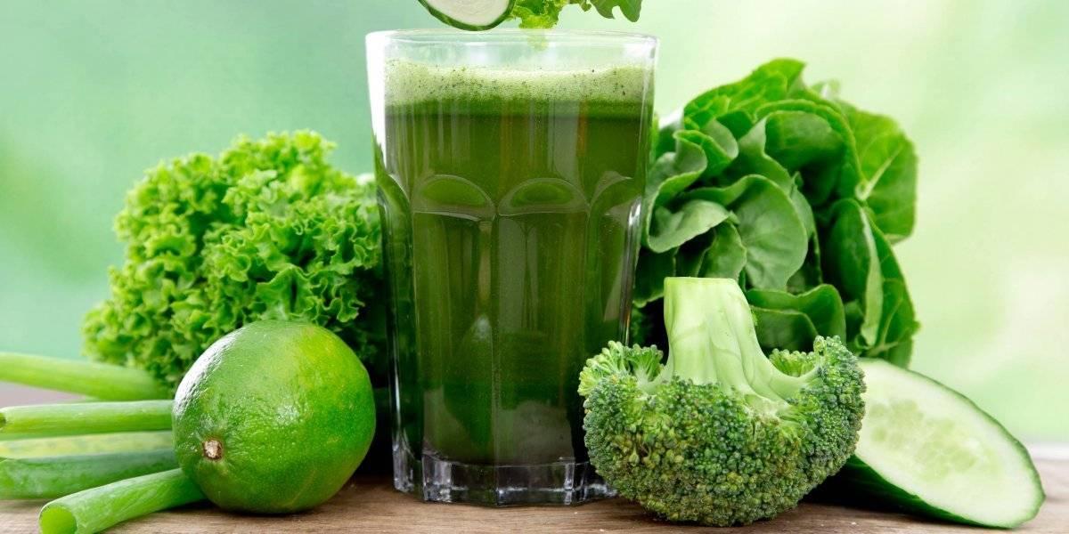 Suco verde detox ajuda a desinchar e prepara o organismo para a dieta