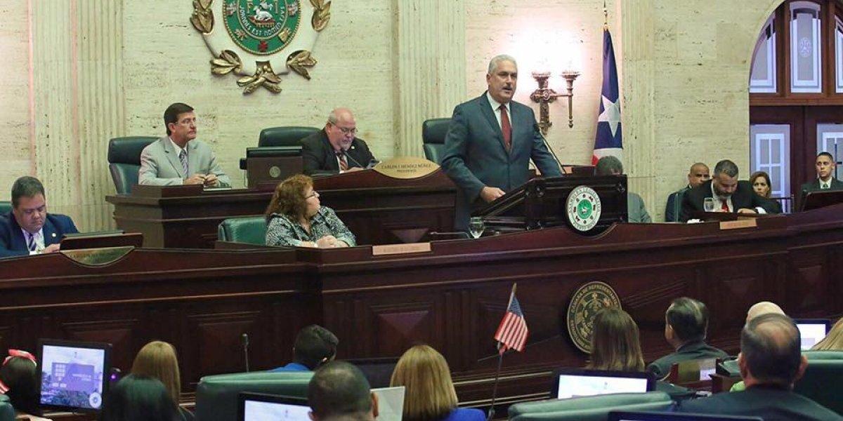Rivera Schatz insta a Ombudsman a defender derechos de empleados públicos