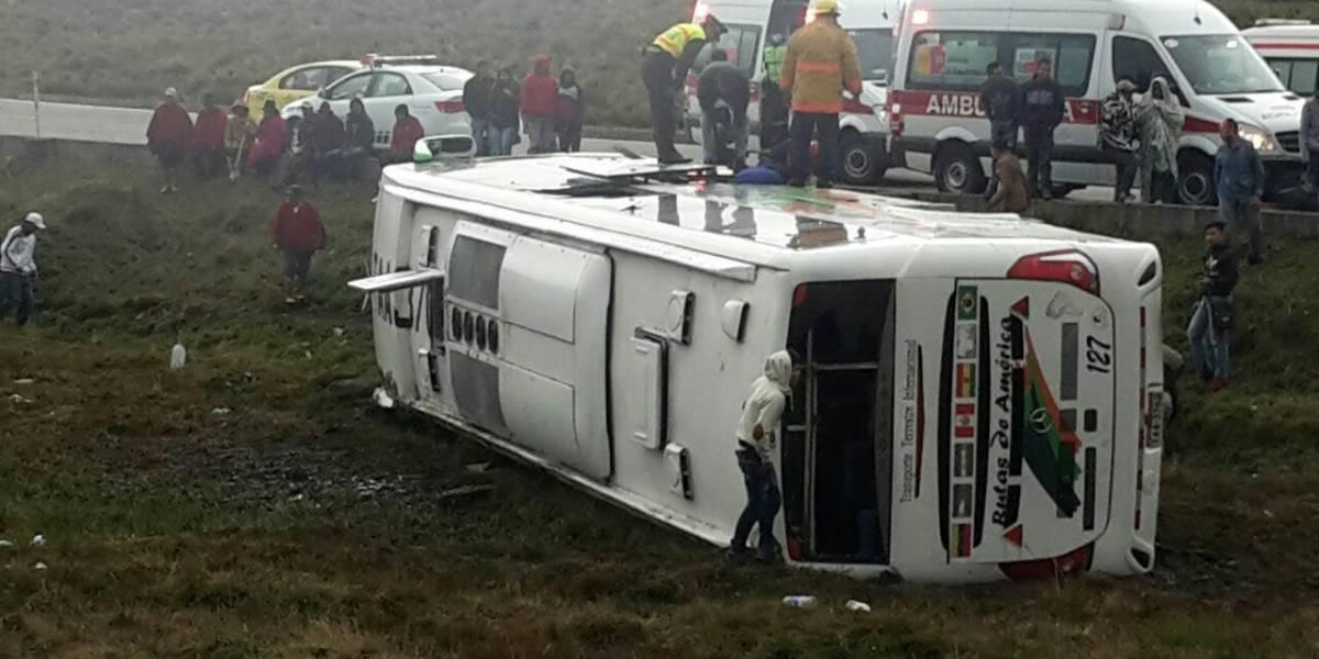 Bus con venezolanos a bordo se volcó en Chimborazo