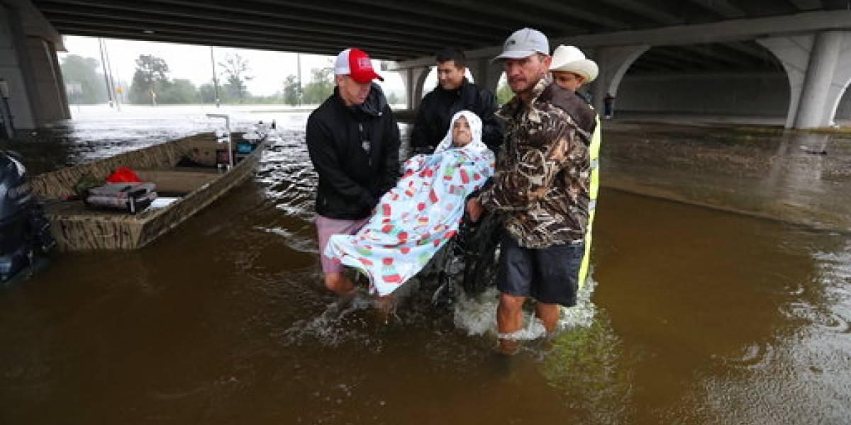 Envían miles de kayaks a Texas y Luisiana