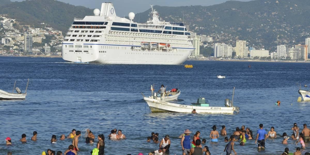Cierran puerto de Acapulco por onda tropical número 30