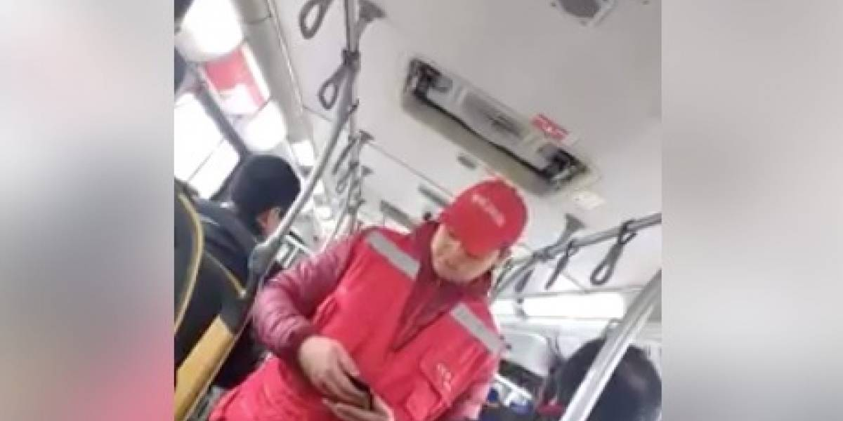 """Que asco tanto flaite sinvergüenza"": los duros comentarios por video donde evasor increpa a fiscalizador del Transantiago"