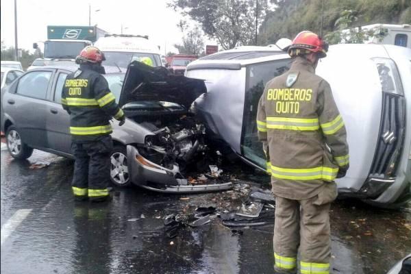 Accidente de tránsito en Av. Simón Bolívar, Quito