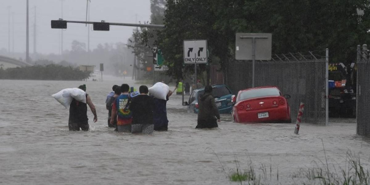 Policía muere ahogado en las inundaciones en Houston