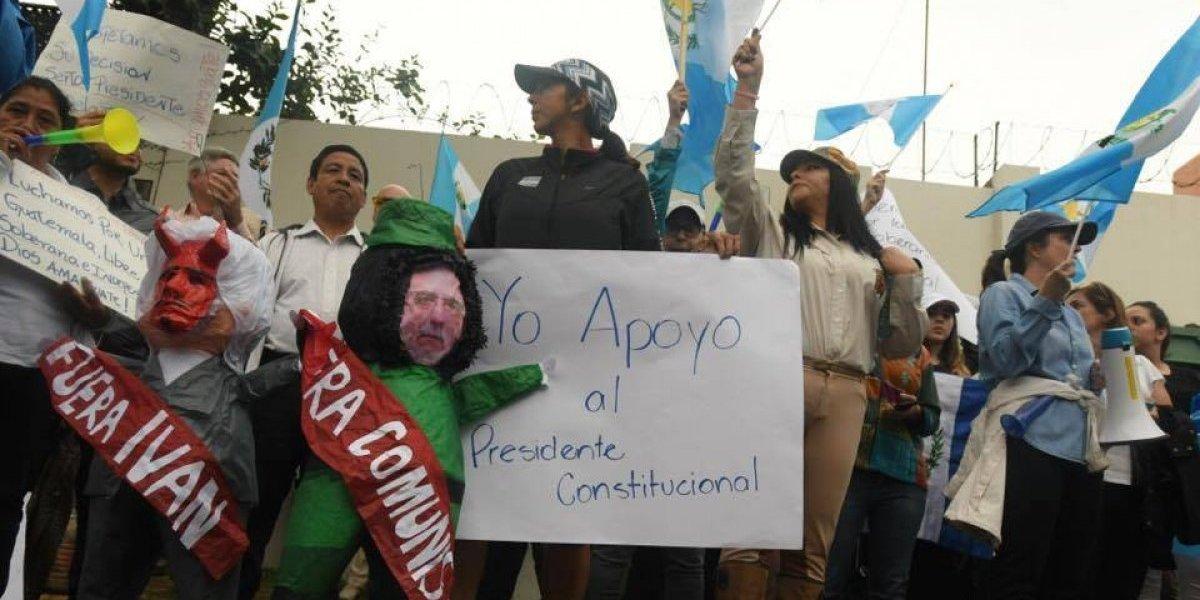 Continuaron manifestaciones a favor y en contra de Comisionado frente a CICIG