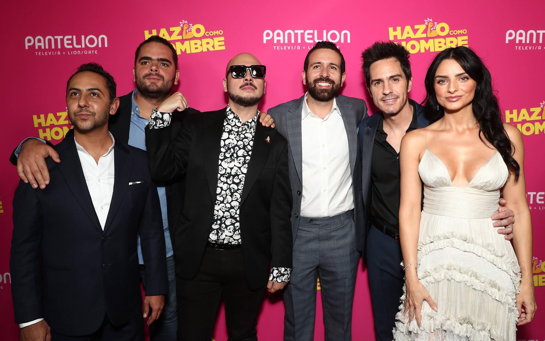 El director Nicolás López y los productores de