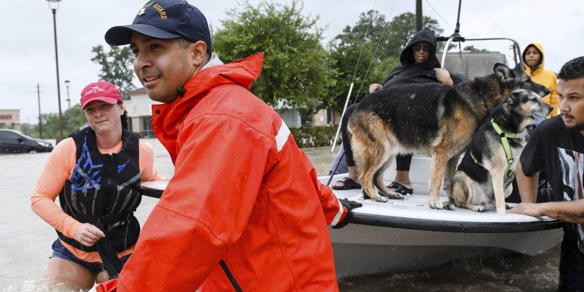 Cruz Roja Mexicana envía 35 socorristas a Texas para apoyar en labores de rescate tras Harvey