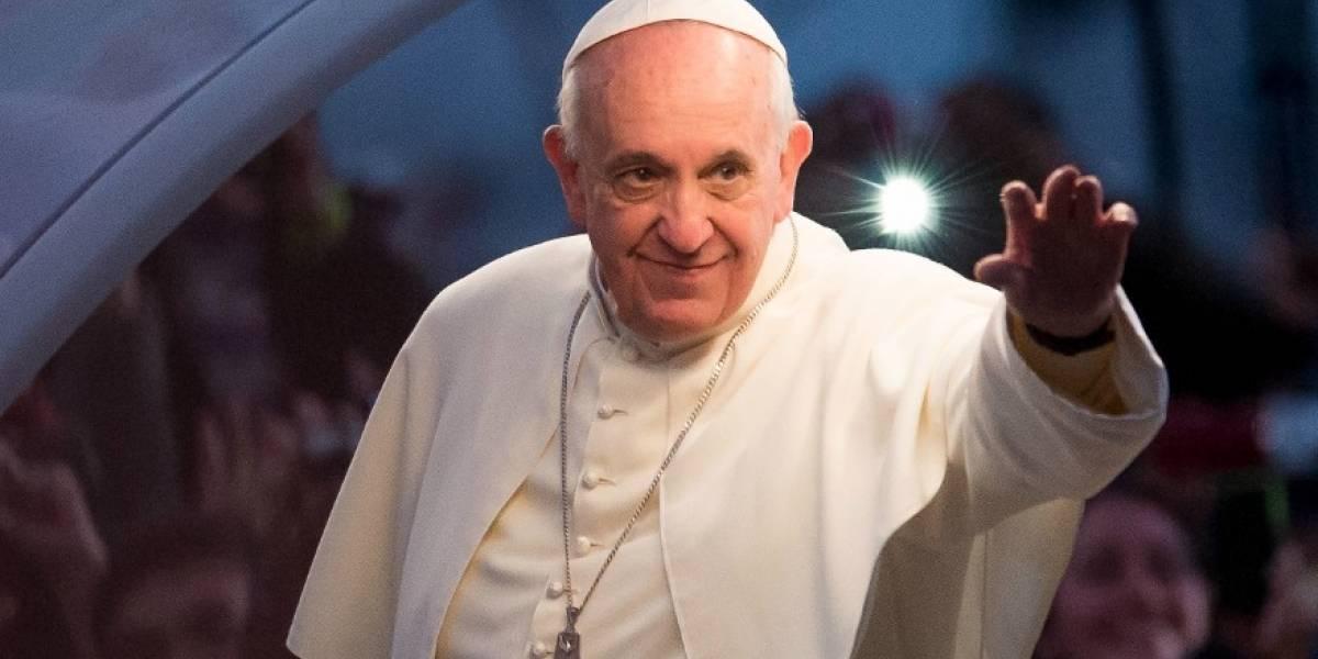 """El papa afirma que su viaje quiere ayudar a Colombia """"a ir adelante"""""""