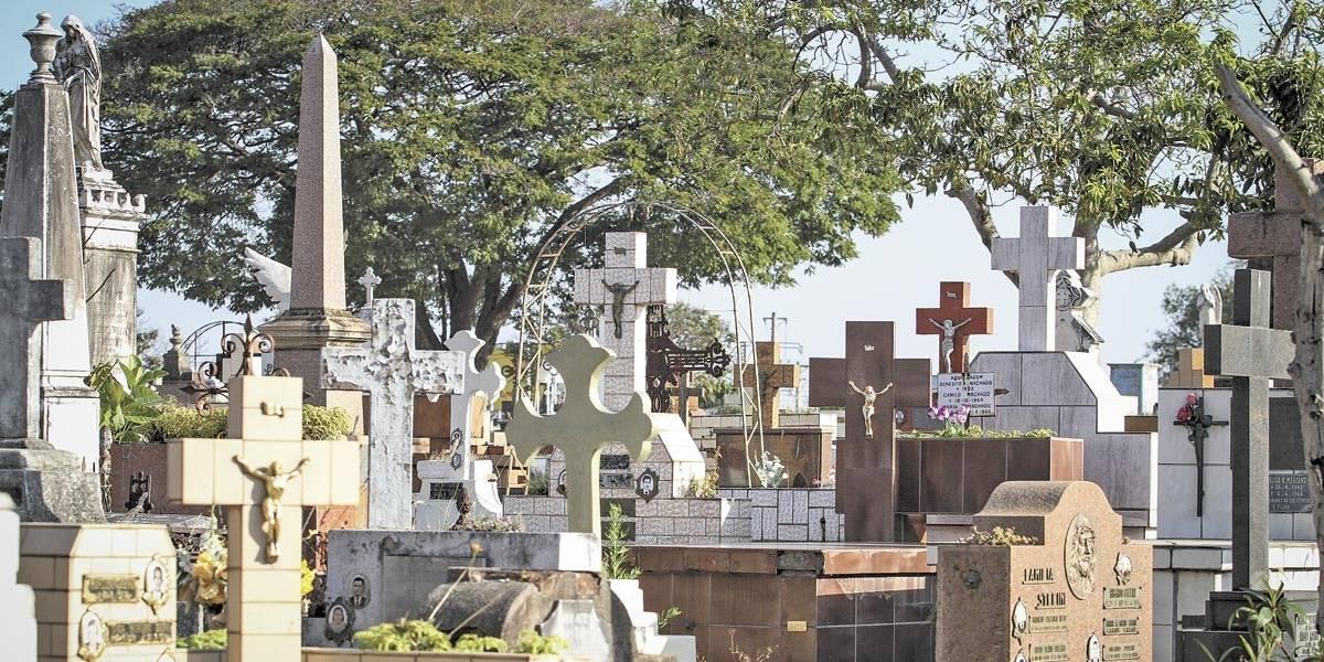 Cemitérios de São Paulo devem receber 1 milhão de pessoas neste feriado