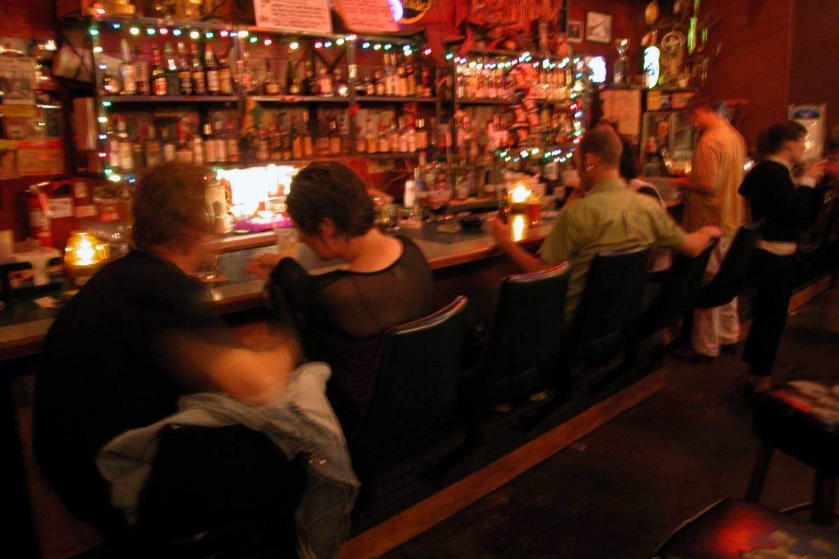 La barra de un bar.