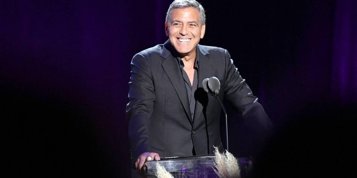 Ahora George Clooney limpia vómito