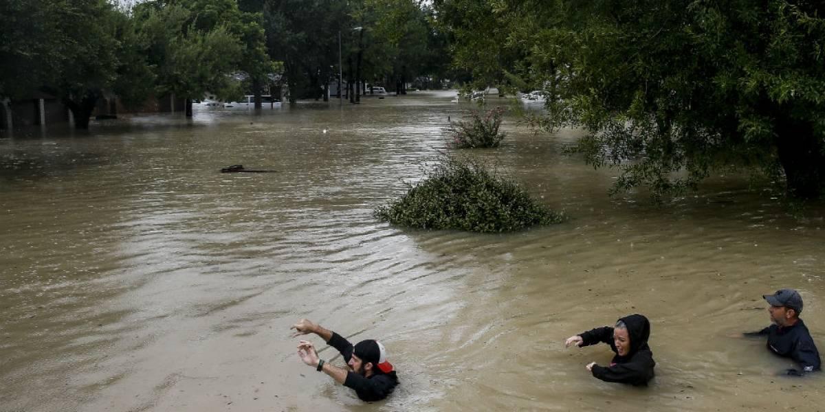 Bebé sobrevive a 'Harvey' tras aferrarse al cuerpo de su madre ahogada