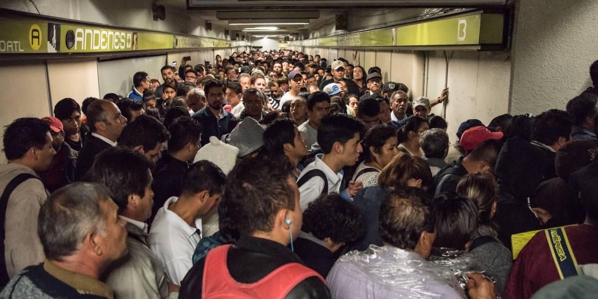 Metro reporta marcha lenta por lluvias en la CDMX