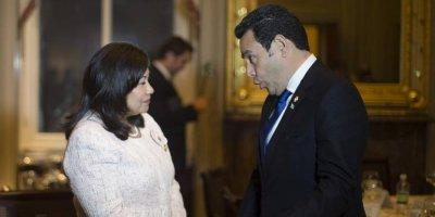 La congresista Norma Torres y el presidente guatemalteco Jimmy Morales.