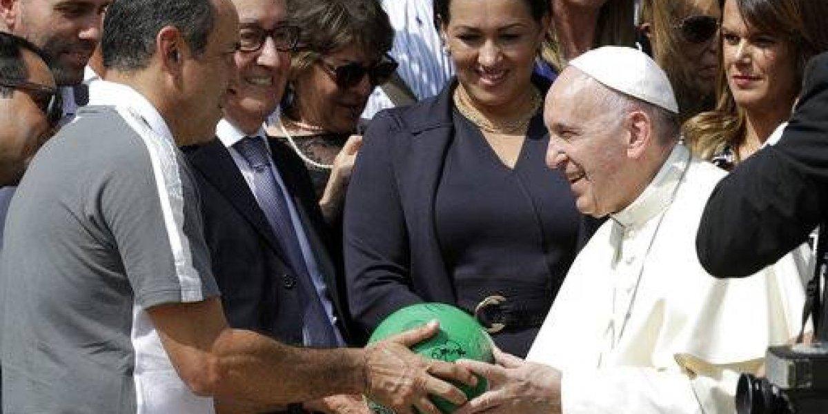 Papa Francisco recibe en el Vaticano a jugadores del Chapecoense
