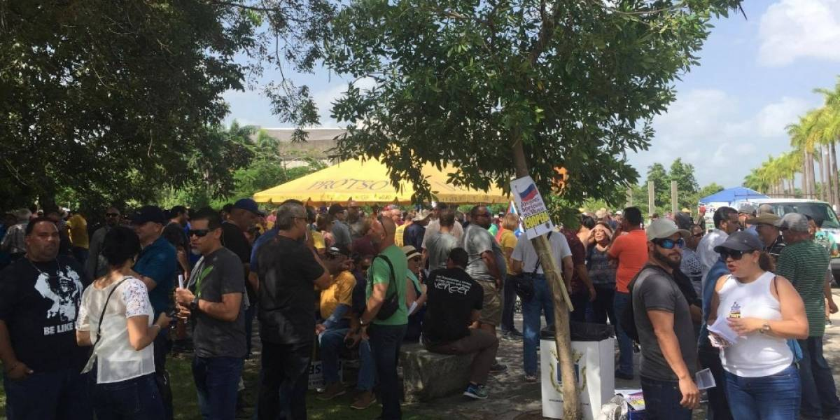 Sindicatos se concentran para marchar hacia Milla de Oro