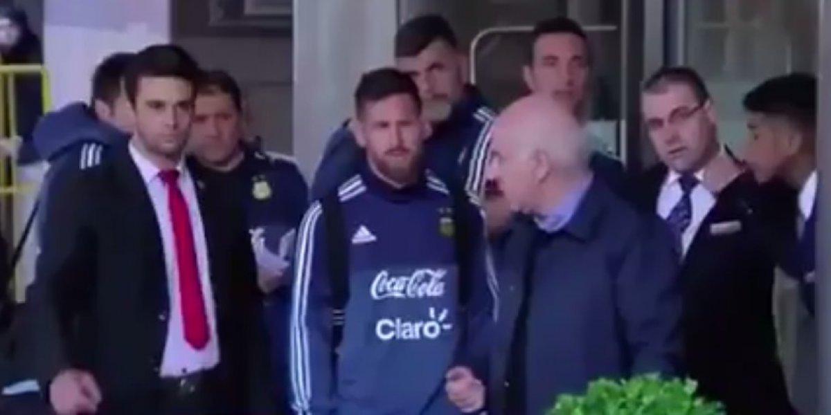 Messi cumple sueño de niño en Uruguay