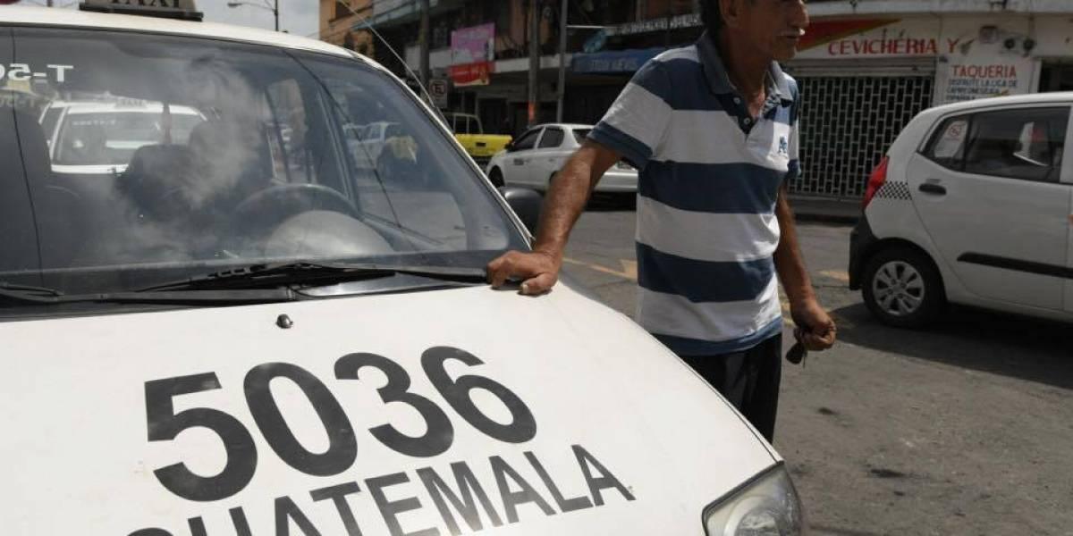 VIDEO. Agente de EMETRA le coloca cepo a vehículo junto con el taxista