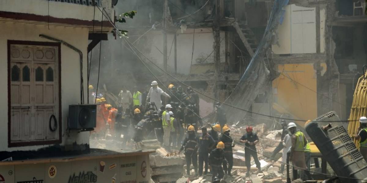 India: al menos 18 muertos y decenas de desaparecidos al derrumbarse un edificio en Bombay