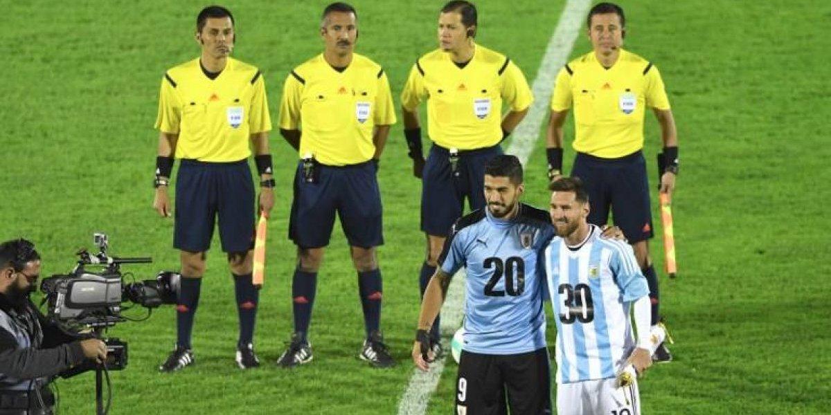 Suárez y Messi se unieron para alzar la candidatura Uruguay-Argentina para el Mundial 2030