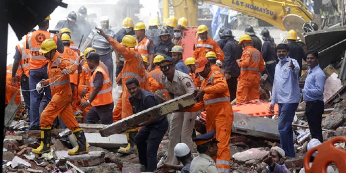 Varios muertos tras derrumbe de edificio en India
