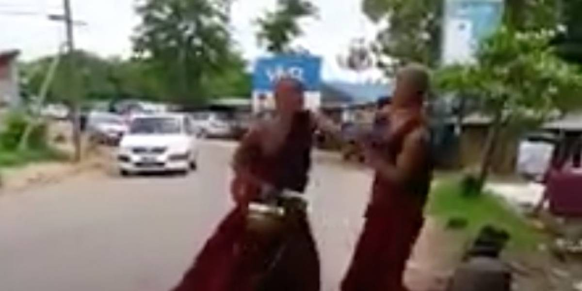 Dos monjes budistas se 'agarraron' a golpes