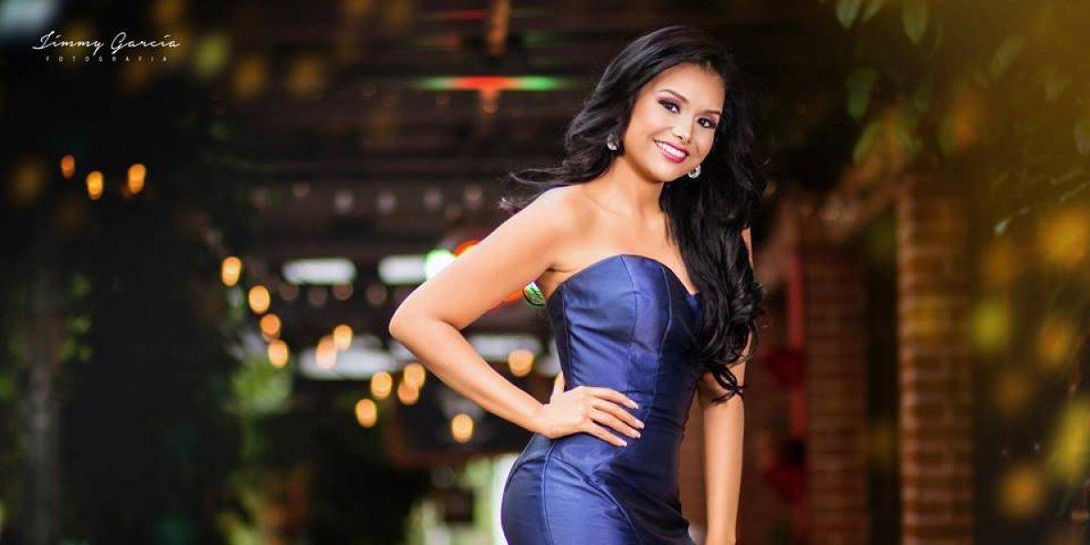 Miss Universo 2017 le da la bienvenida a la representante de Guatemala
