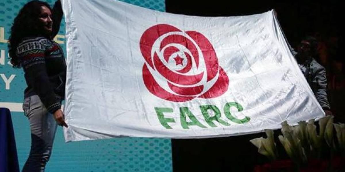 Las Farc dejan las armas, mantienen las siglas y llegan con una rosa a la política