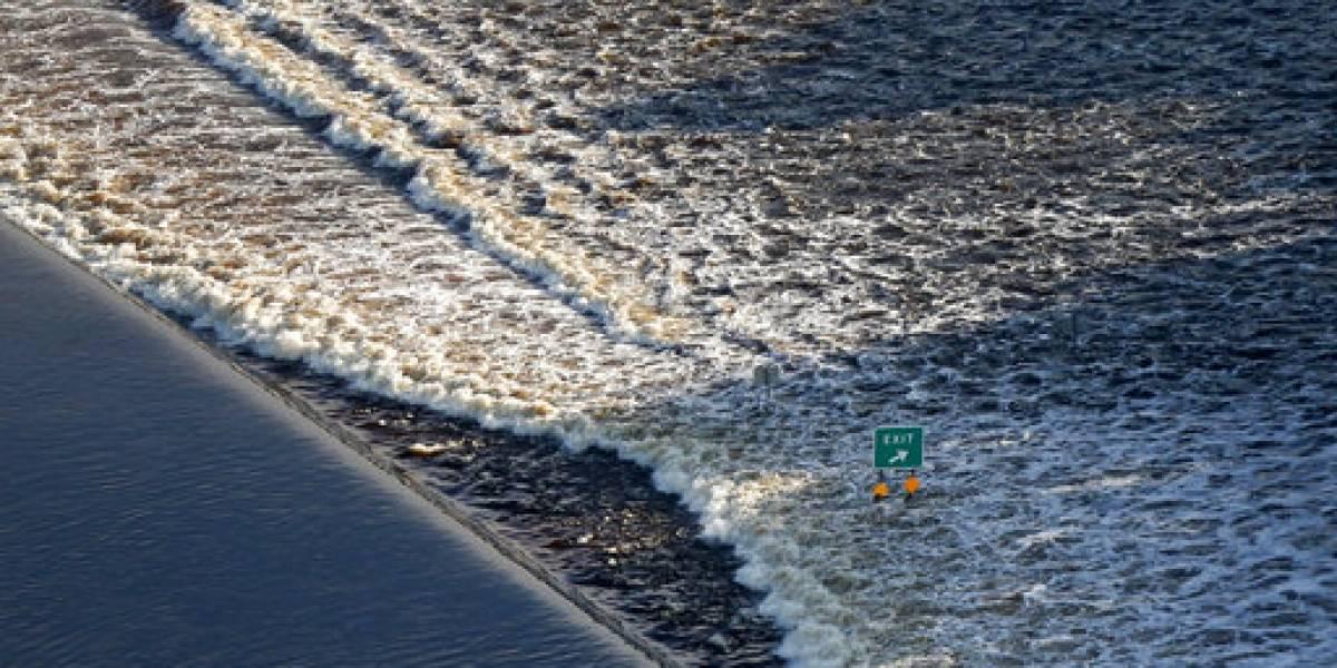 El agua retrocede y Houston se centra en su recuperación