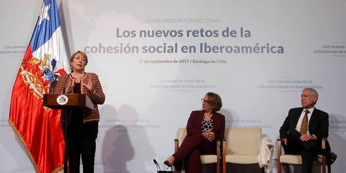 """Bachelet: para impulsar crecimiento y equidad """"se debe mantener el timón firme"""""""