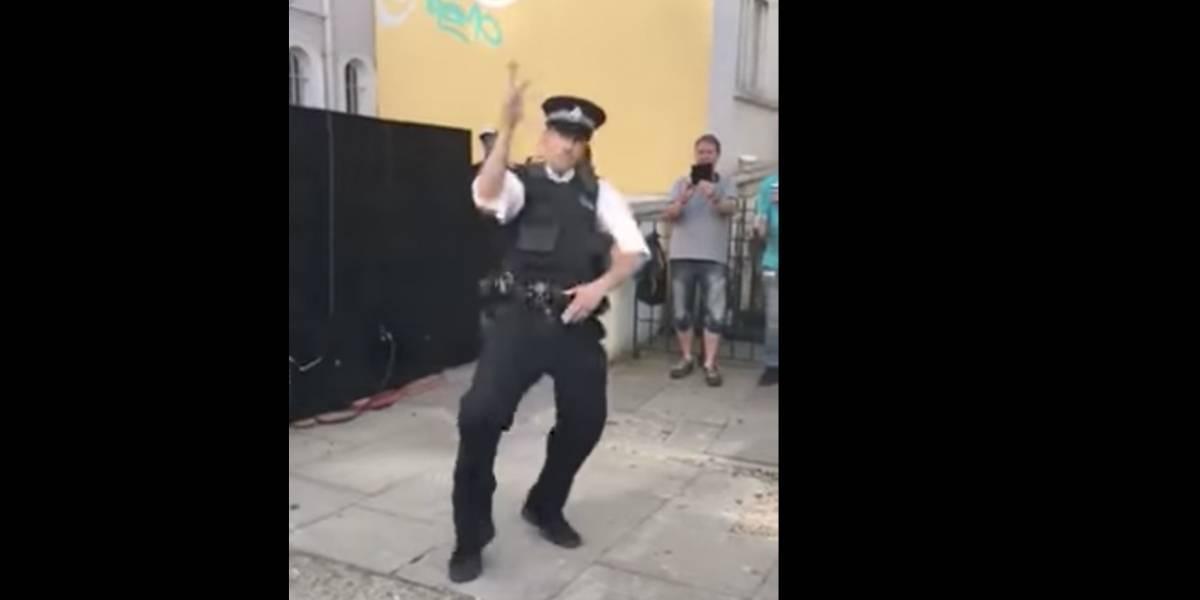VIDEO. Un policía vuelve locos a los asistentes del carnaval de Notting Hill