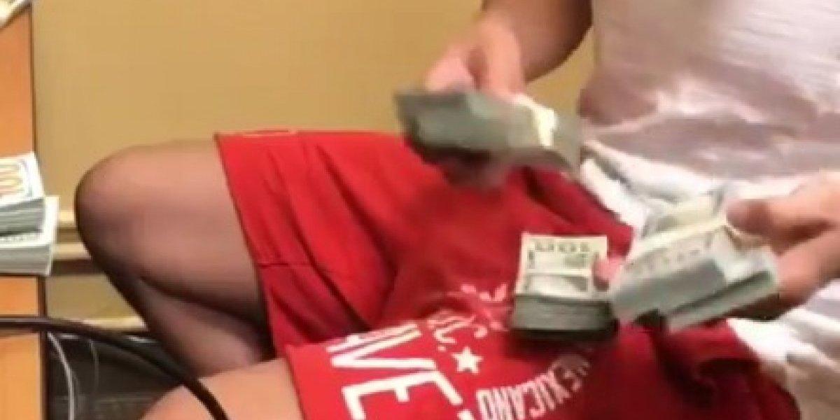 Chávez Jr. presume fajos de billetes en redes sociales