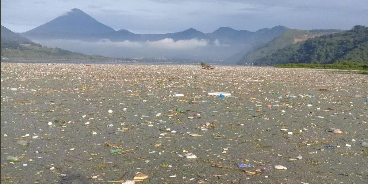 Comunas apoyan en análisis del agua del lago de Amatitlán