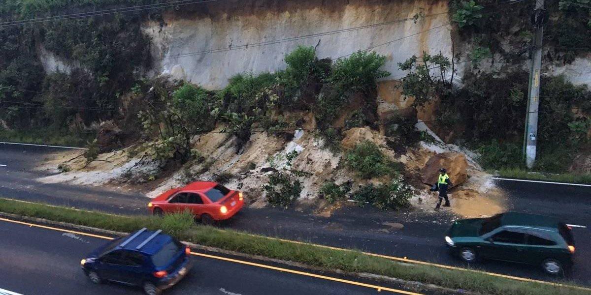 Tránsito complicado por derrumbe en San Cristóbal