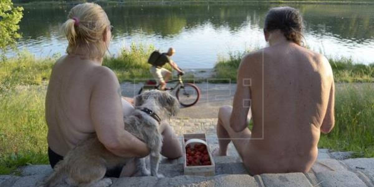 París abre un parque nudista