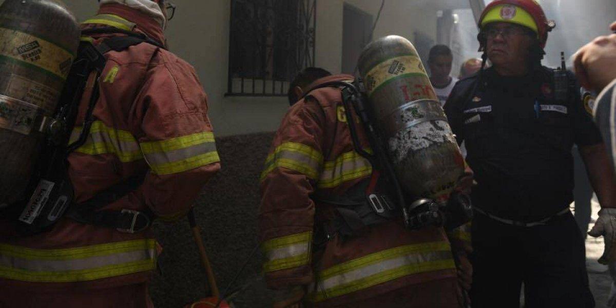 Localizan hombre fallecido en vivienda incendiada; presenta señales de violencia