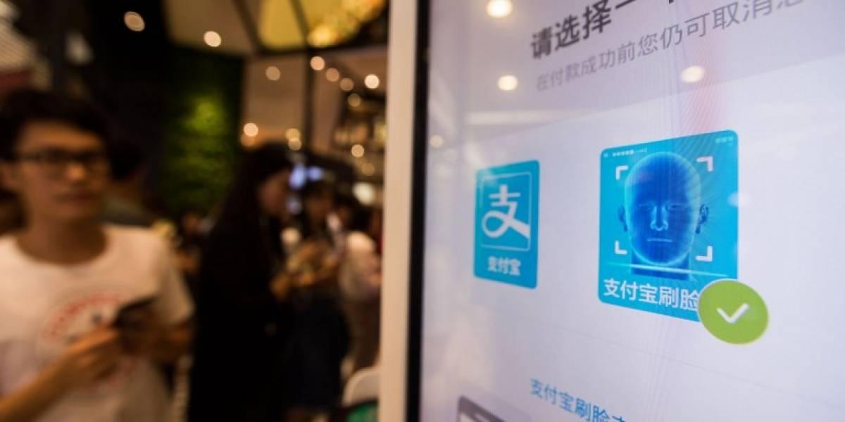 En China se puede comprar pollo frito no con tarjeta o efectivo, sino que con la cara
