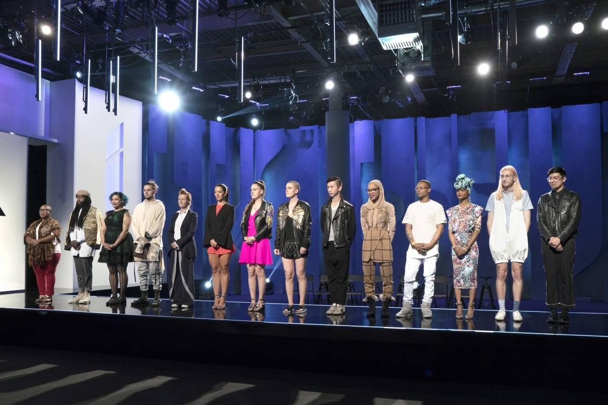 Margarita, la sexta de izquierda a derecha, junto al resto de los competidores en el tercer capítulo de Project Runway. Suministrada