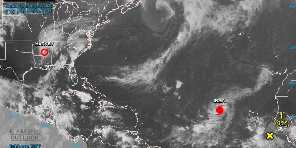 Irma baja su intensidad en su camino al Caribe