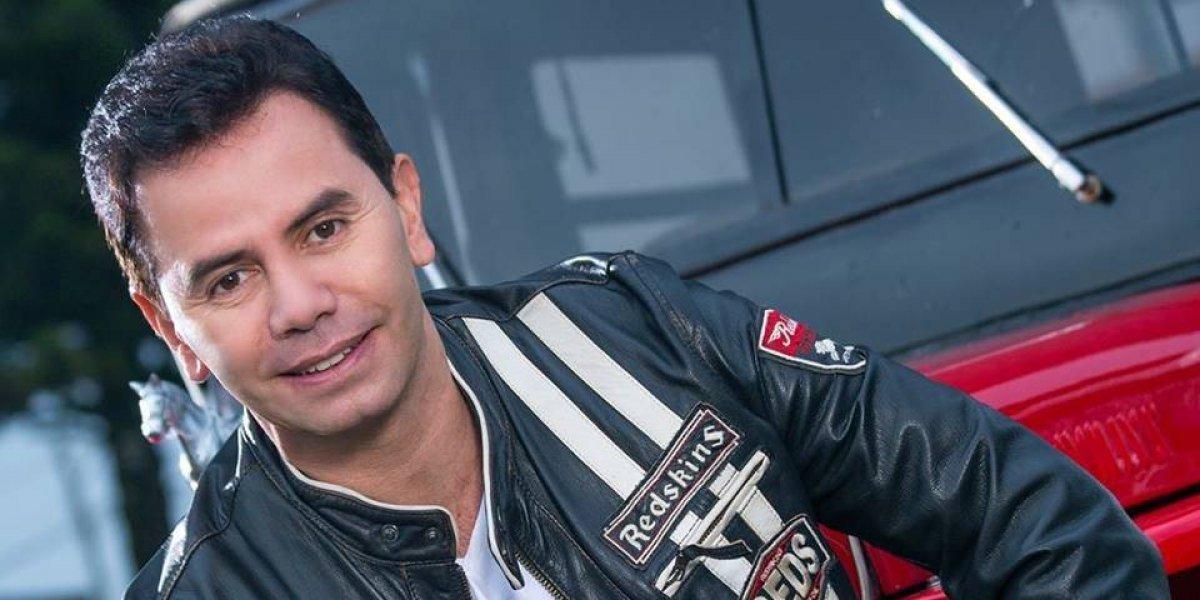 Cantante Jhonny Rivera se defiende ante críticas por tocar en concierto para las Farc